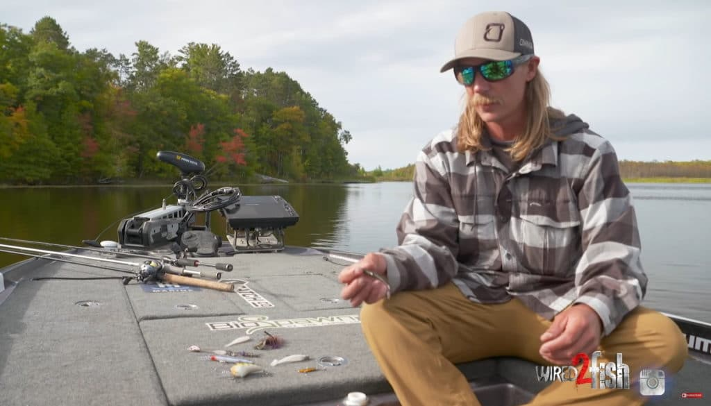 How to catch smallmouth bass during the fall in natural lakes